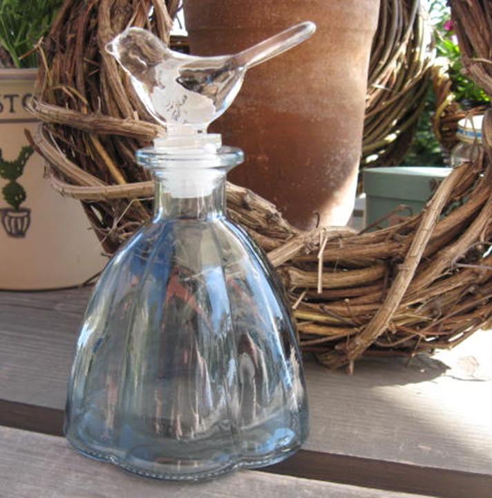 Madárdíszes üvegcse