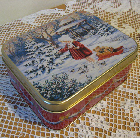 Süteményes doboz romantikus mintával