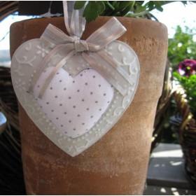 Textil-fém szív, tüll szalaggal